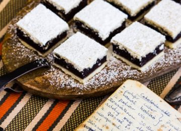 עוגת סנדוויץ שוקולד, ובהונגרית csokolade pite