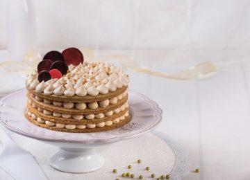 עוגת שכבות קרם לוטוס חגיגית