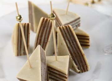 משולשי מרציפן במילוי שוקולד לוז